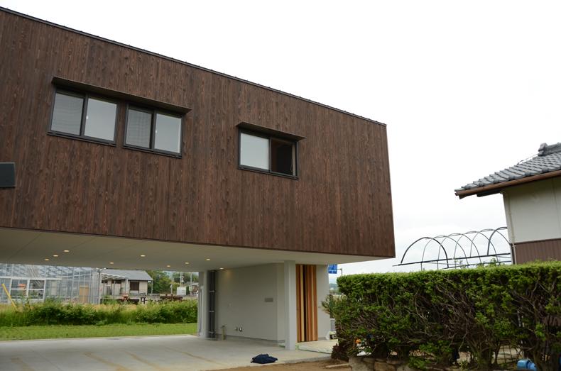 板張の家-1